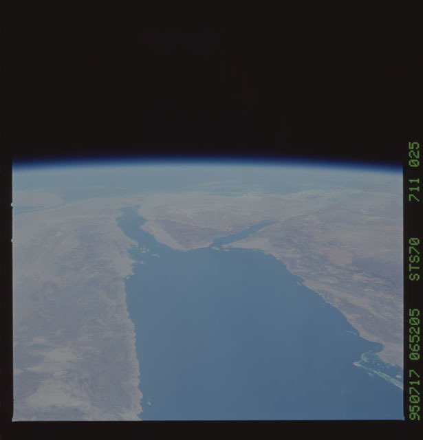 STS070-711-025 - STS-070 - Earth observations taken from shuttle orbiter Discovery on STS-70 mission