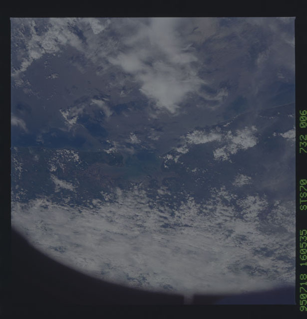 STS070-732-006 - STS-070 - Earth observations taken from shuttle orbiter Discovery on STS-70 mission