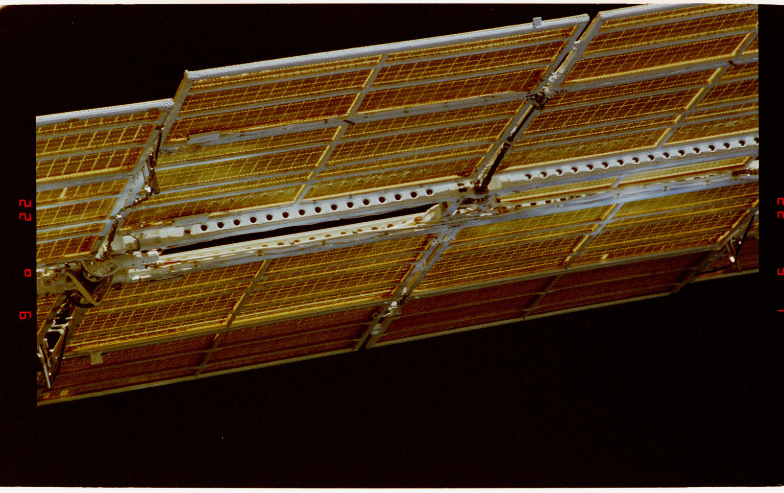 STS071-321-028 - STS-071 - Solar arrays on the Mir space station