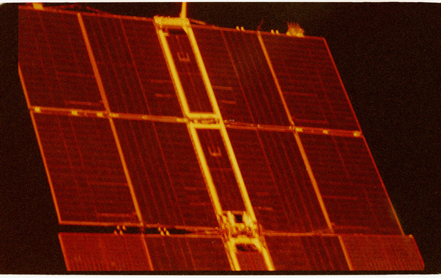 STS071-330-026 - STS-071 - Solar arrays on the Mir space station