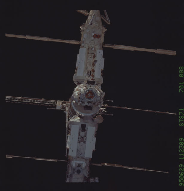 STS071-701-008 - STS-071 - Kvant-2, Kristall and Spektr modules on Mir space station
