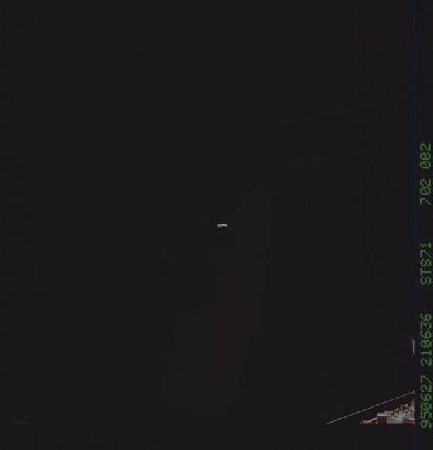 STS071-702-002 - STS-071 - Views taken from aft flight deck windows