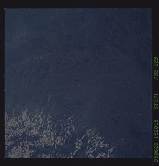 STS071-702-029 - STS-071 - Earth observations taken from aft flight deck windows