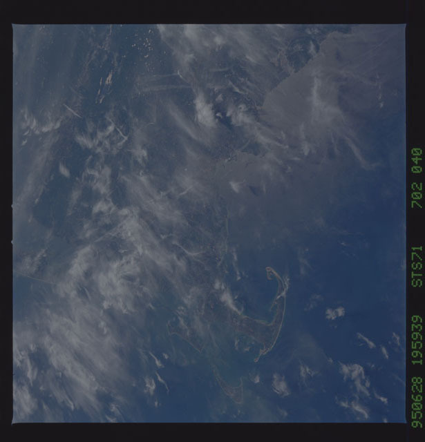 STS071-702-040 - STS-071 - Earth observations taken from aft flight deck windows