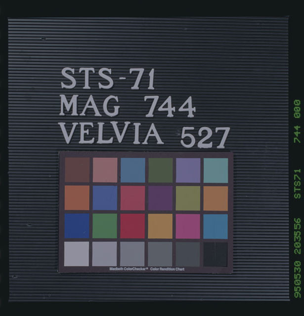 STS071-744-000 - STS-071
