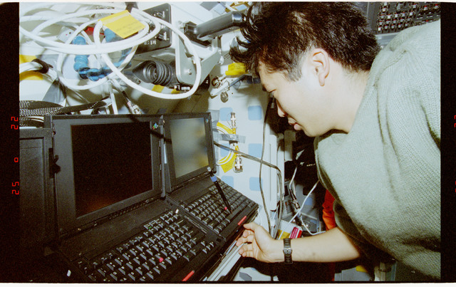 STS072-321-006 - STS-072 - Mission Specialist Koichi Wakata activities in the flight deck and middeck