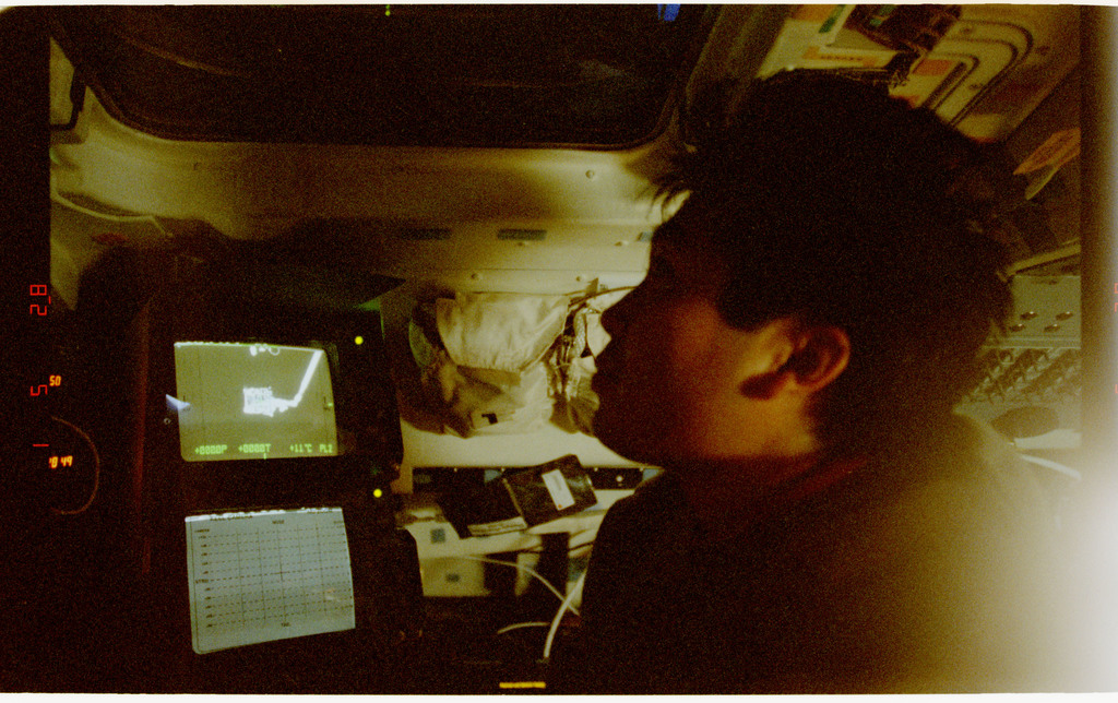 STS072-361-024 - STS-072 - Mission Specialist Koichi Wakata during capture of OAST-Flyer