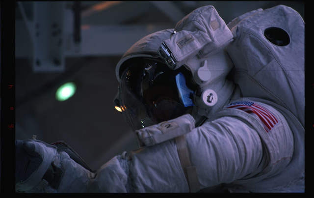 STS072-391-013 - STS-072 - EMU suited astronaut activity during first EVA of STS-72 mission