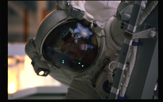 STS072-391-018 - STS-072 - EMU suited astronaut activity during first EVA of STS-72 mission