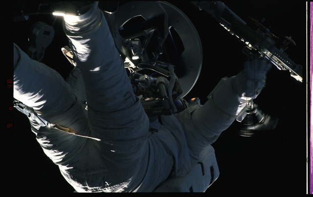STS072-391-023 - STS-072 - EMU suited astronaut activity during first EVA of STS-72 mission