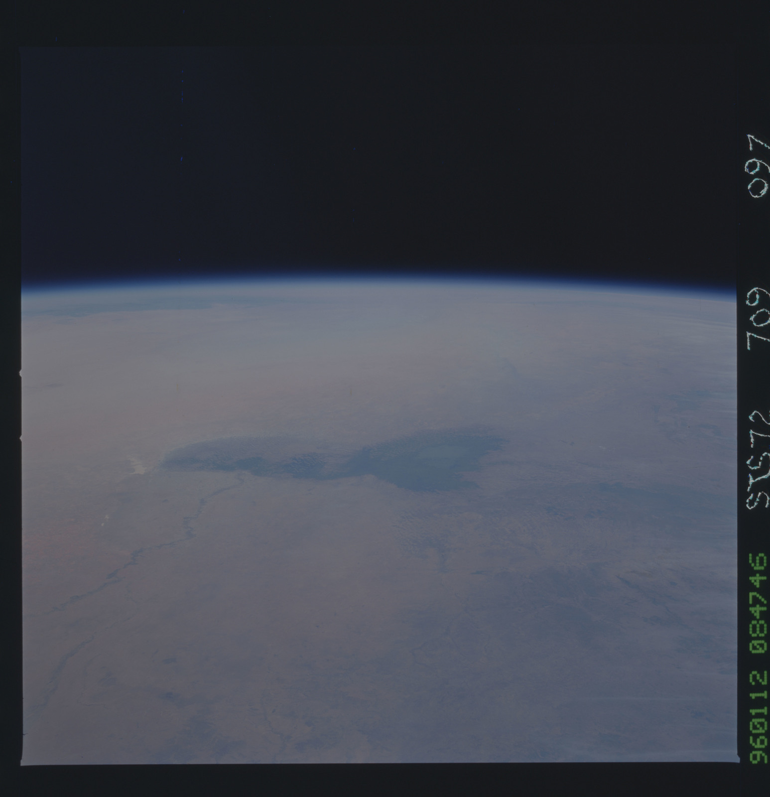 https://picryl com/media/sts069-709-011-sts-069-earth