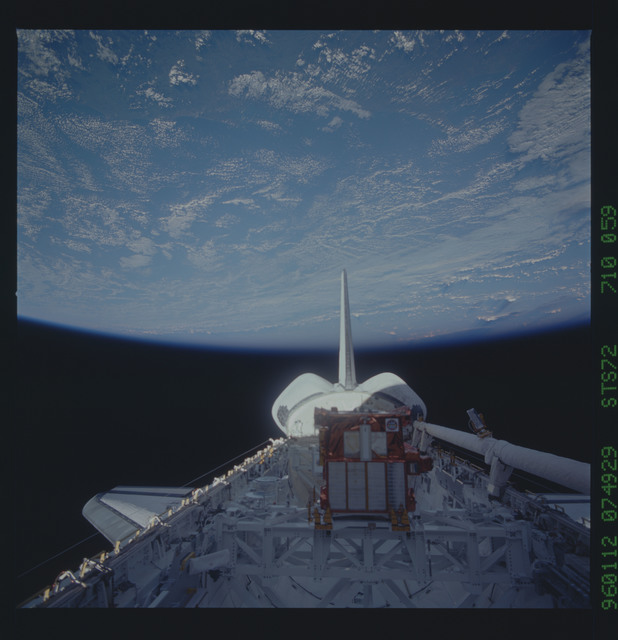 STS072-710-059 - STS-072 - Payload bay with OAST-Flyer berthed and the shuttle tail pointing to the earth limb