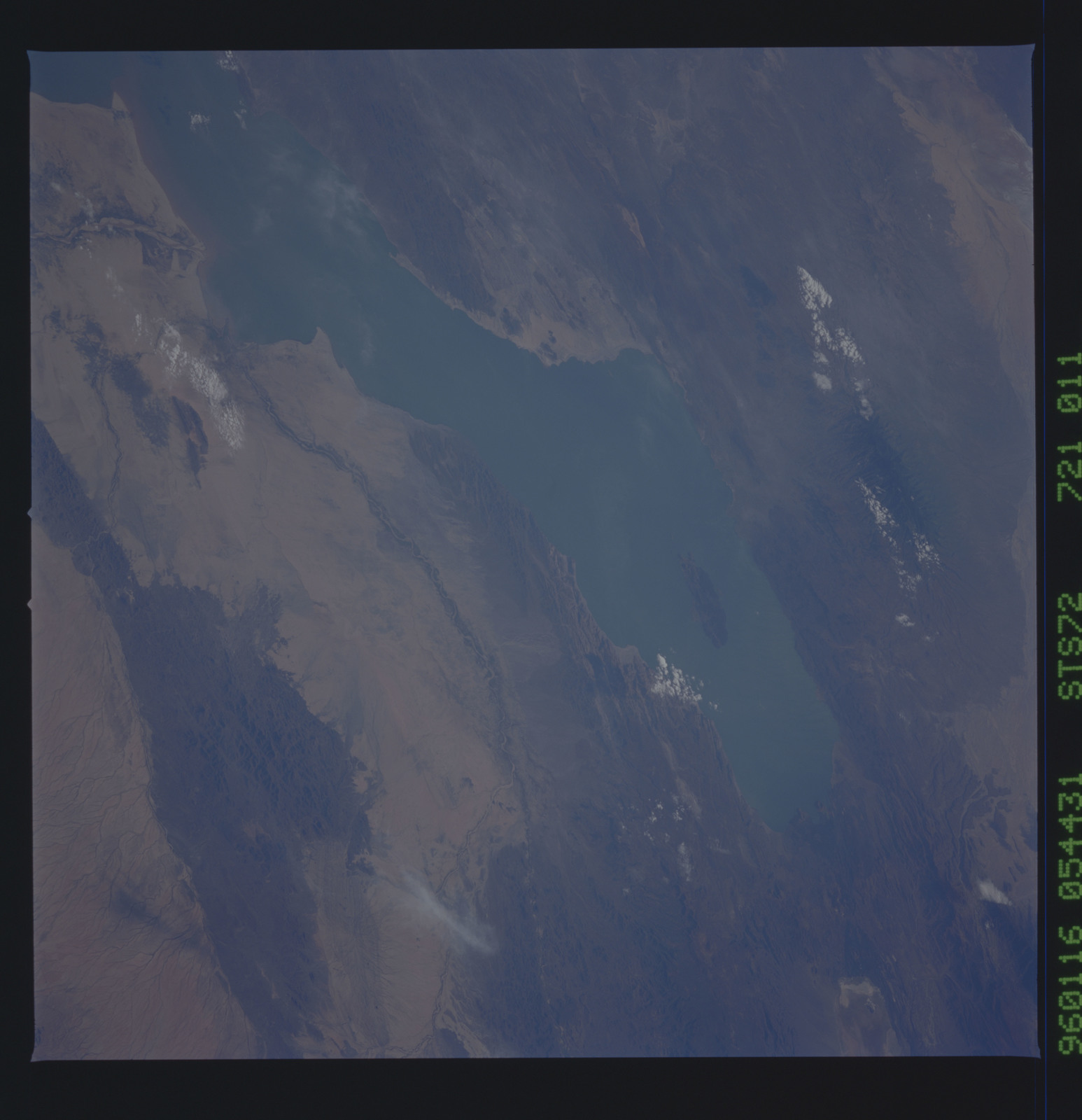 STS072-721-011 - STS-072 - Earth observations taken from shuttle orbiter Endeavour during STS-72 mission
