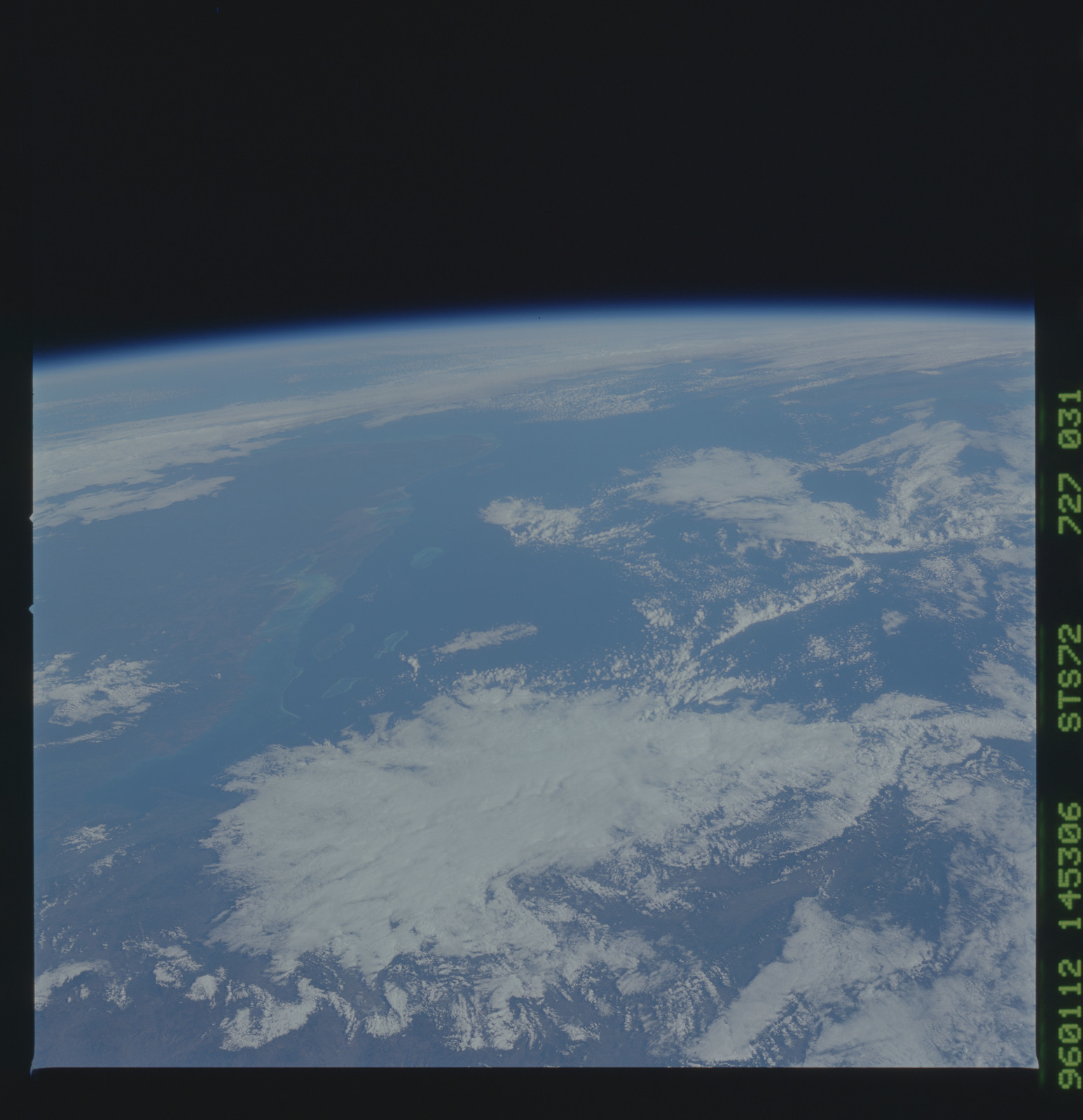 STS072-727-031 - STS-072 - Earth observations taken from shuttle orbiter Endeavour during STS-72 mission