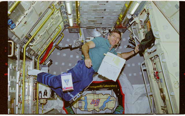 STS073-101-019 - STS-073 - CGF, Payload Specialist Fred Leslie working in USML-2 Spacelab