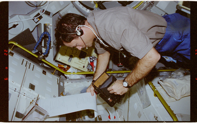 STS073-142-032 - STS-073 - FSDC, Mission Specialist Michael Lopez-Alegria performs IFM