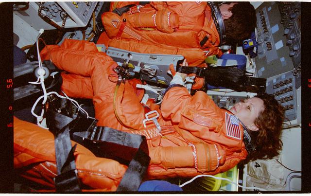 STS073-164-028 - STS-073 - Commander Ken Bowersox and Pilot Kent Rominger during deorbit preparations