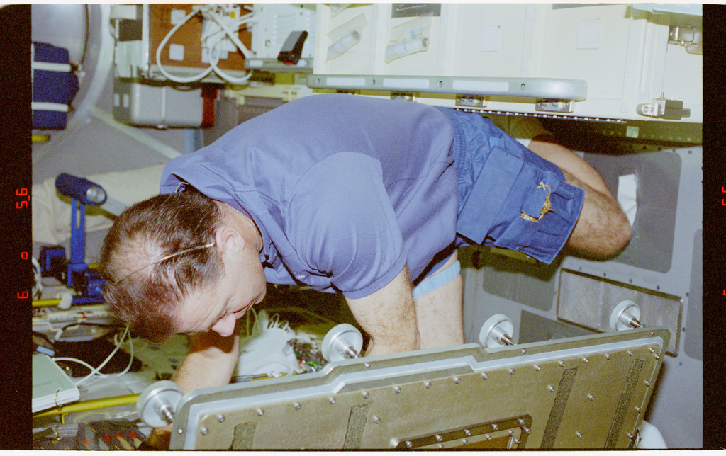 STS073-228-003 - STS-073 - DPM, Payload Specialist Al Sacco working in Spacelab
