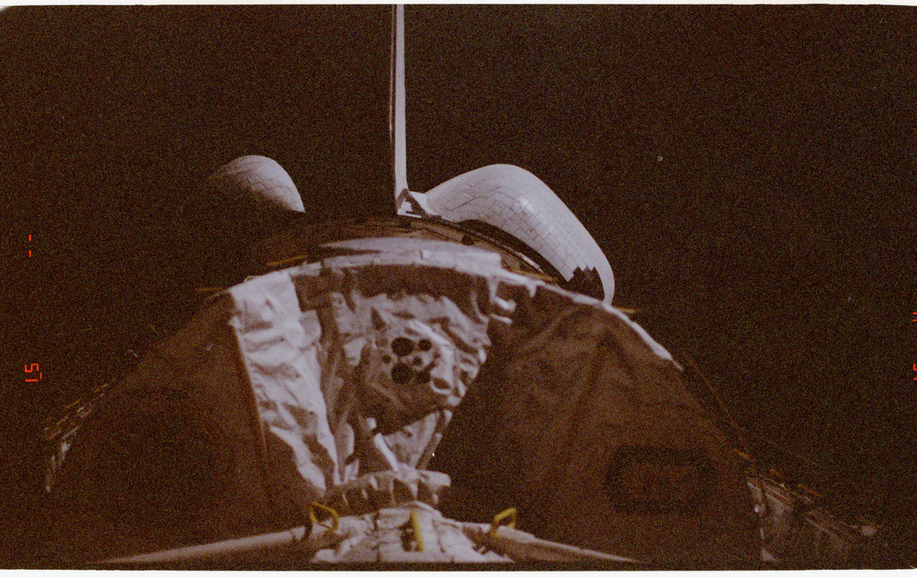 STS073-309-002 - STS-073 - Night view of shuttle Columbia's payload bay with Spacelab