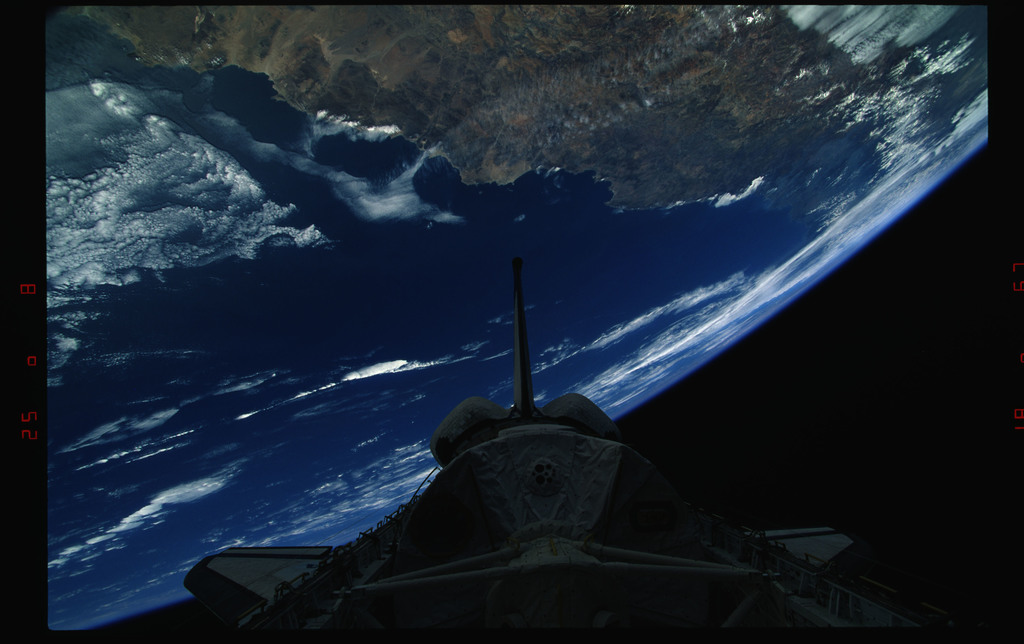 STS073-323-005 - STS-073 - Payload bay with Spacelab and tail against Earth's surface