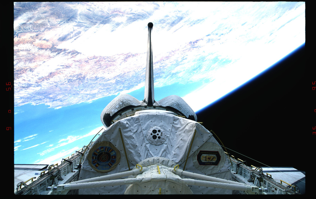 STS073-323-018 - STS-073 - Payload bay with Spacelab and tail against Earth's surface