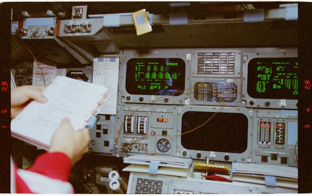 STS073-335-034 - STS-073 - Commander Ken Bowersox and Pilot Kent Rominger prepare for deorbit ops