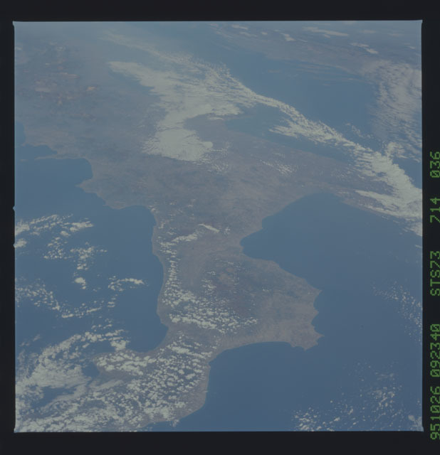 STS073-714-036 - STS-073 - Earth observations taken from shuttle orbiter Columbia