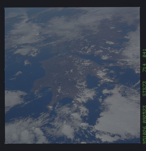 STS073-714-041 - STS-073 - Earth observations taken from shuttle orbiter Columbia
