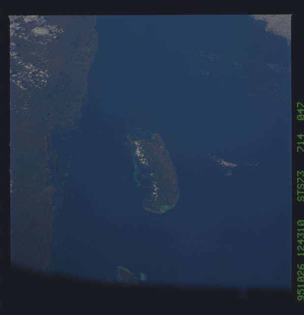 STS073-714-047 - STS-073 - Earth observations taken from shuttle orbiter Columbia