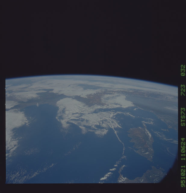 STS073-723-032 - STS-073 - Earth observations taken from shuttle orbiter Columbia