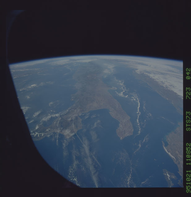 STS073-723-042 - STS-073 - Earth observations taken from shuttle orbiter Columbia