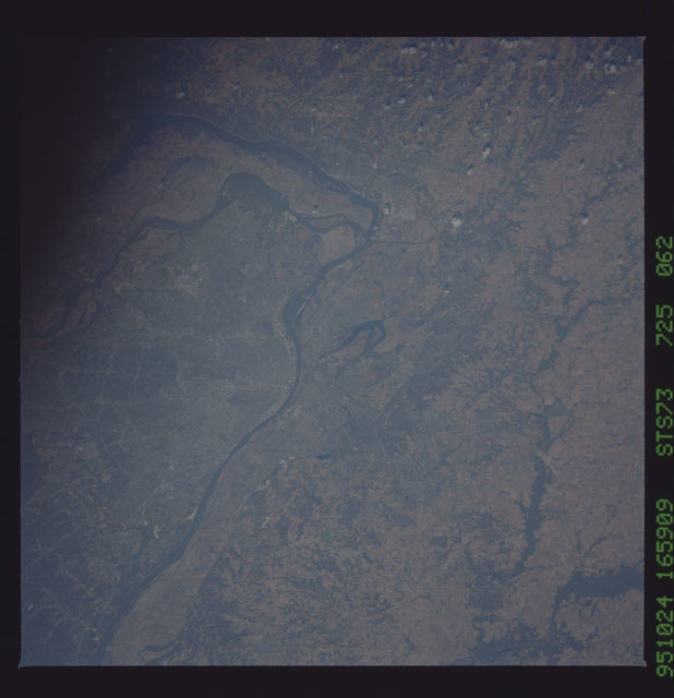 STS073-725-062 - STS-073 - Earth observations taken from shuttle orbiter Columbia