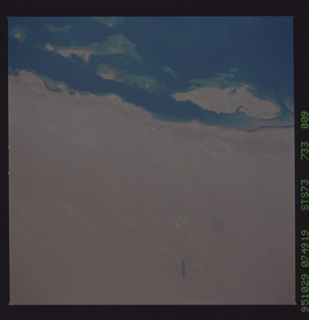 STS073-733-009 - STS-073 - Earth observations taken from shuttle orbiter Columbia