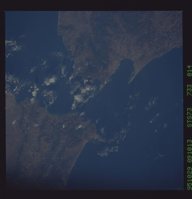 STS073-733-014 - STS-073 - Earth observations taken from shuttle orbiter Columbia