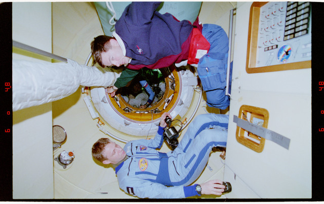 STS074-322-033 - STS-074 - STS-74 and Mir 20 mission commanders in Docking Module
