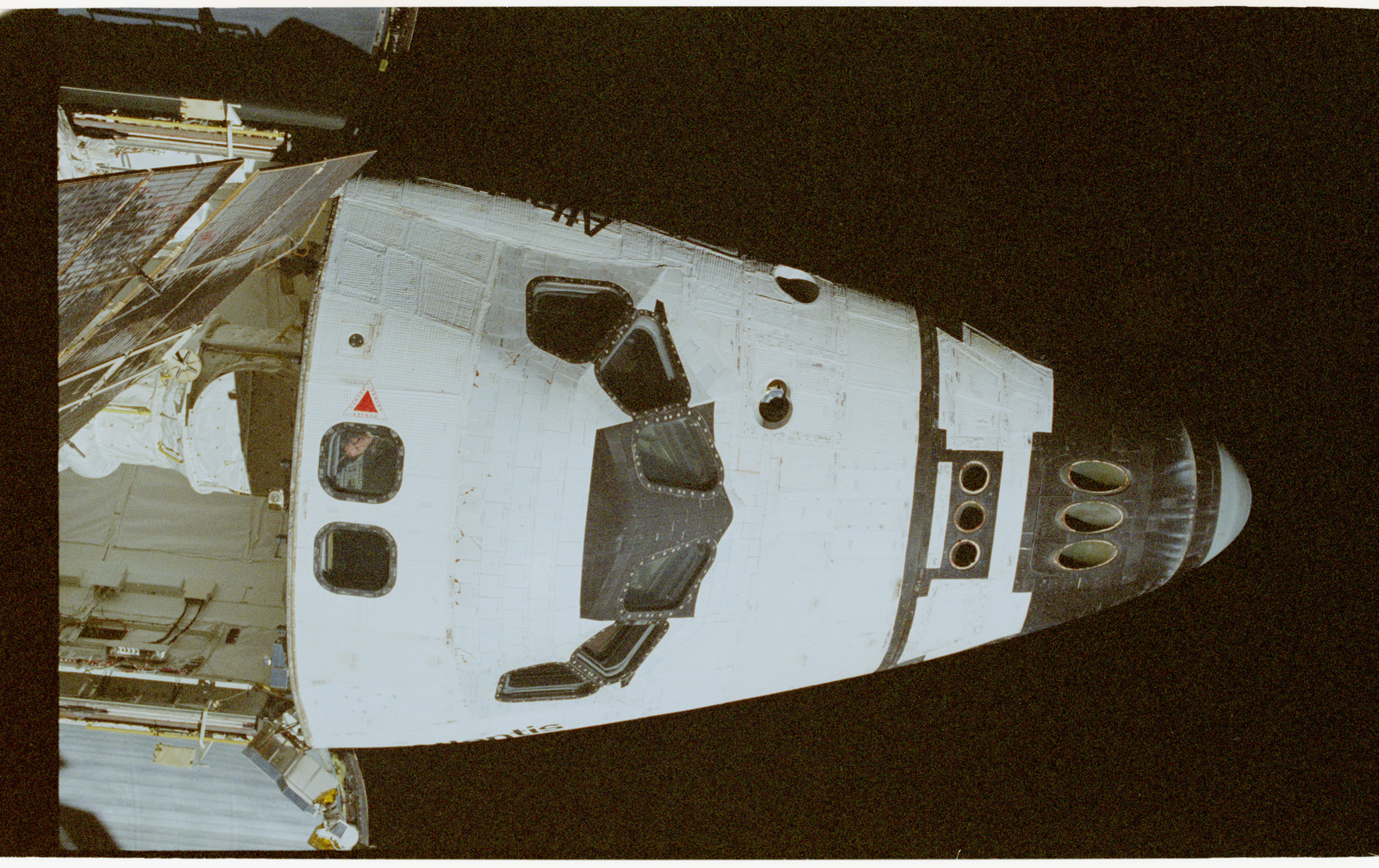 STS074-347-027 - STS-074 - View of forward section of Atlantis from Mir