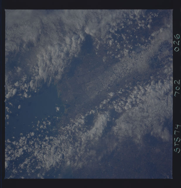 STS074-702-026 - STS-074 - Earth observations taken during STS-74 mission