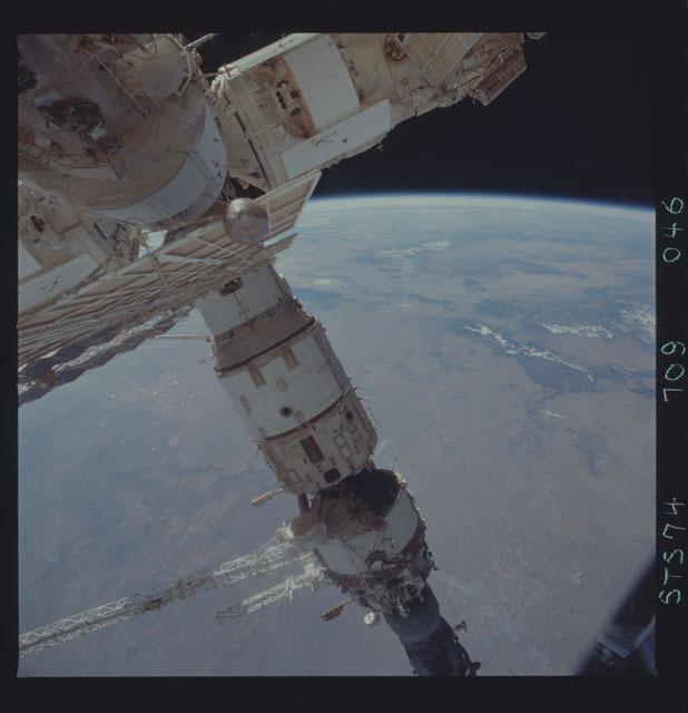 STS074-709-046 - STS-074 - Mir space station seen through aft flight deck windows