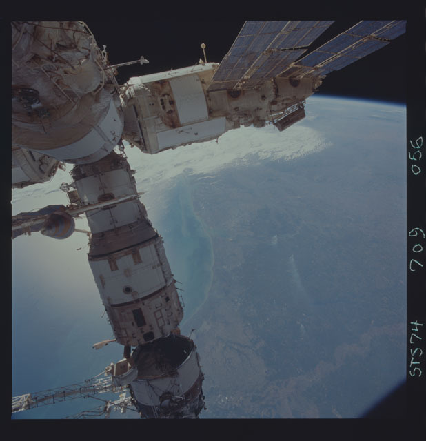 STS074-709-056 - STS-074 - Mir space station seen through aft flight deck windows