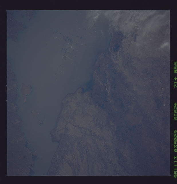 STS074-714-086 - STS-074 - Earth observations taken during STS-74 mission