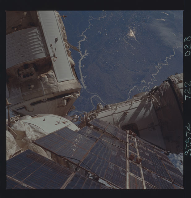 STS074-722-028 - STS-074 - Mir space station survey
