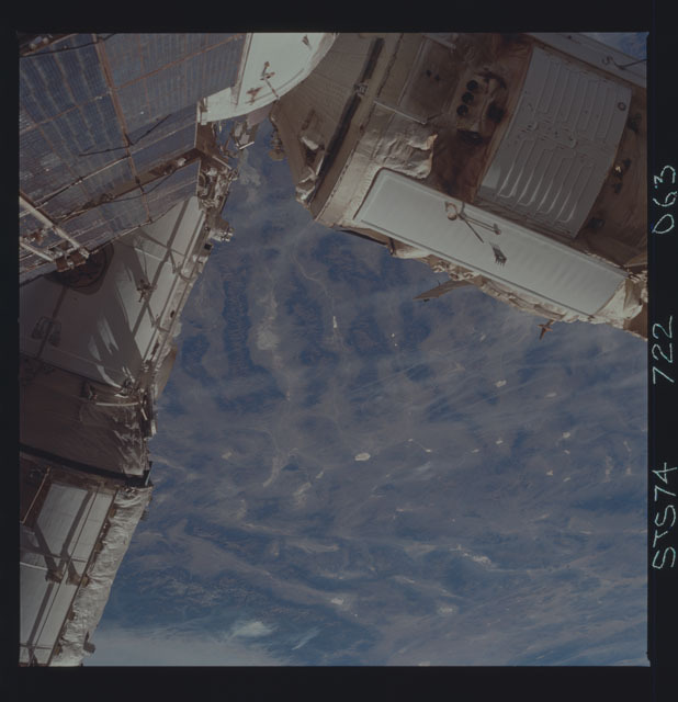 STS074-722-063 - STS-074 - Mir space station survey