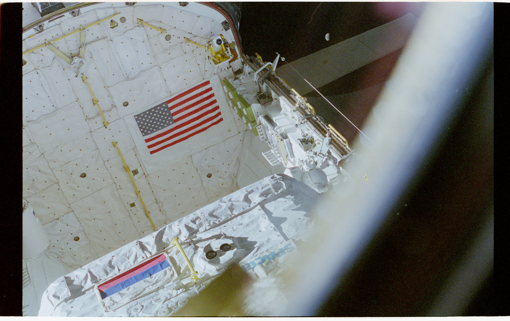 STS076-462-009 - STS-076 - View of the shuttle payload bay during EVA