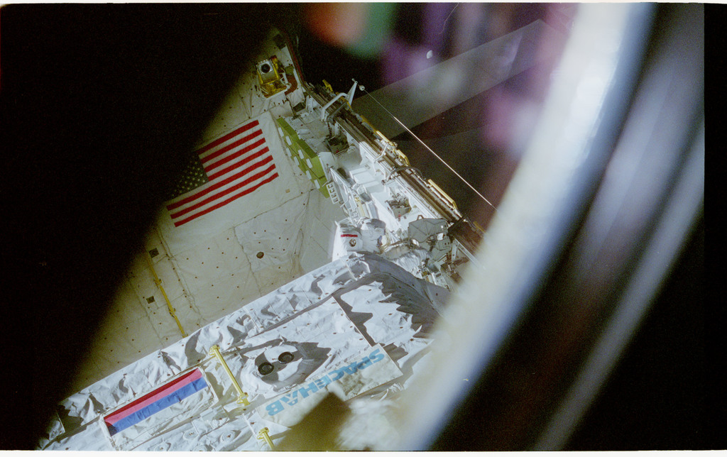 STS076-462-013 - STS-076 - View of the shuttle payload bay during EVA
