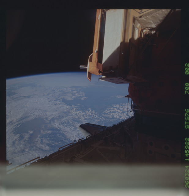 STS076-708-002 - STS-076 - Mir Space Station survey views taken during STS-76 mission