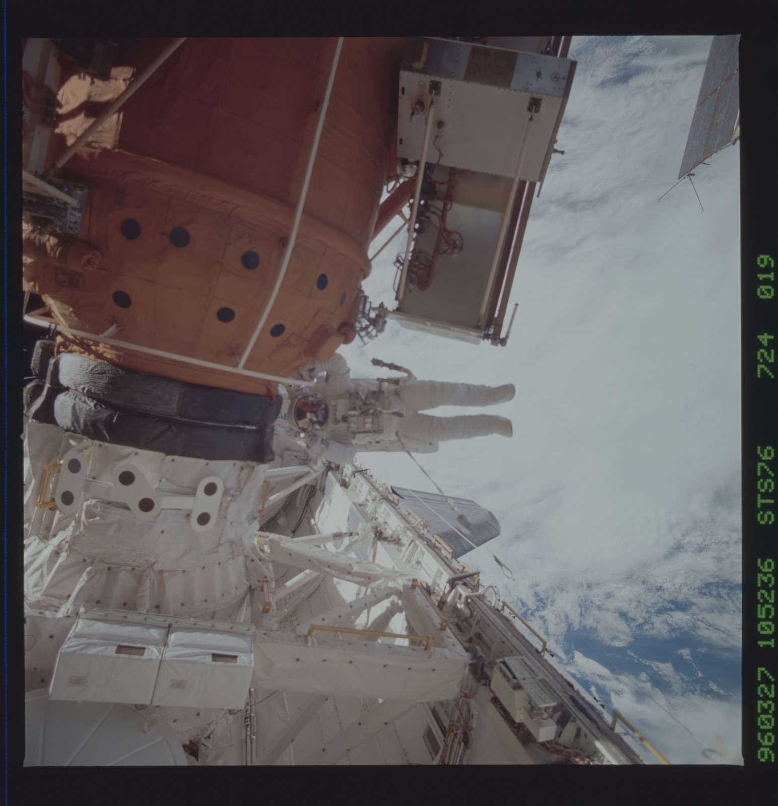 STS076-724-019 - STS-076 - Astronauts Linda Godwin and Michael ``Rich`` Clifford during EVA