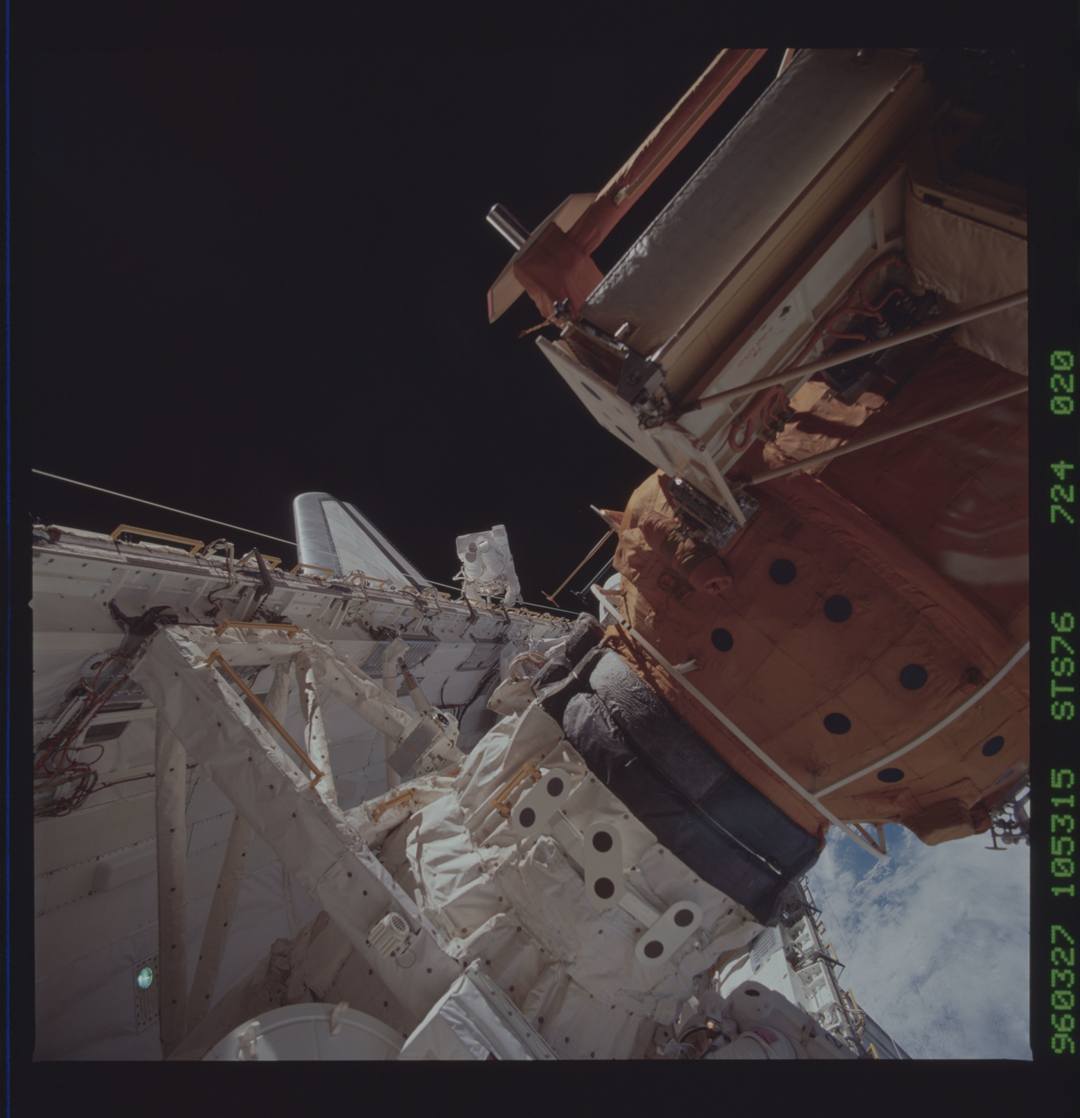 STS076-724-020 - STS-076 - Astronauts Linda Godwin and Michael ``Rich`` Clifford during EVA