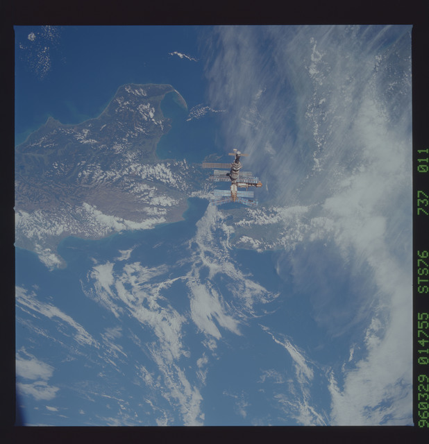 STS076-737-011 - STS-076 - Mir Space Station views taken during flyaround on STS-76 mission