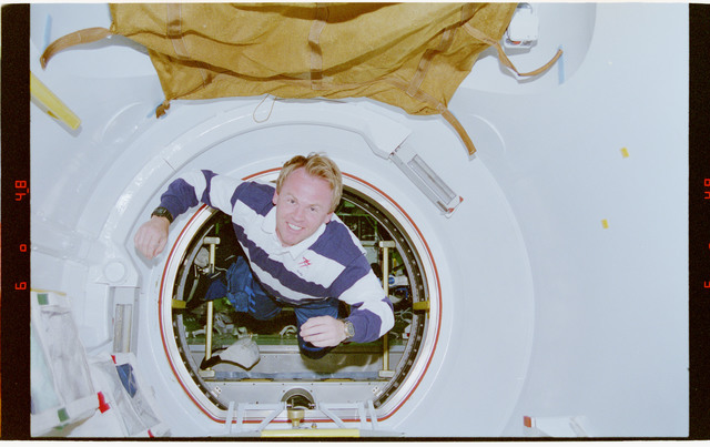 STS077-319-035 - STS-077 - Thomas floats through tunnel connecting Spacehab to Endeavour's middeck