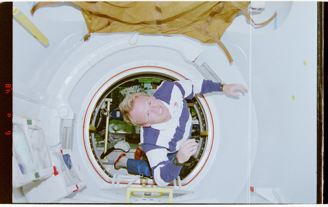 STS077-319-037 - STS-077 - Thomas floats through tunnel connecting Spacehab to Endeavour's middeck